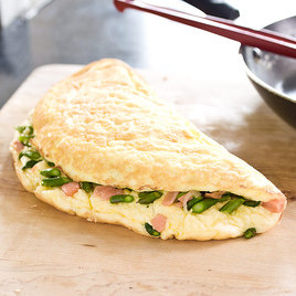 Detail sfs fluffy omelets asparagus smoked salmon filling clr 90