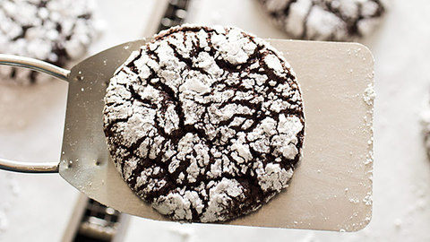 Feature landing 16x9 sfs chocolate crinkle cookies 5 20 2