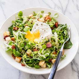 Salad with Bacon and Poached-Egg (Salade Lyonnaise)