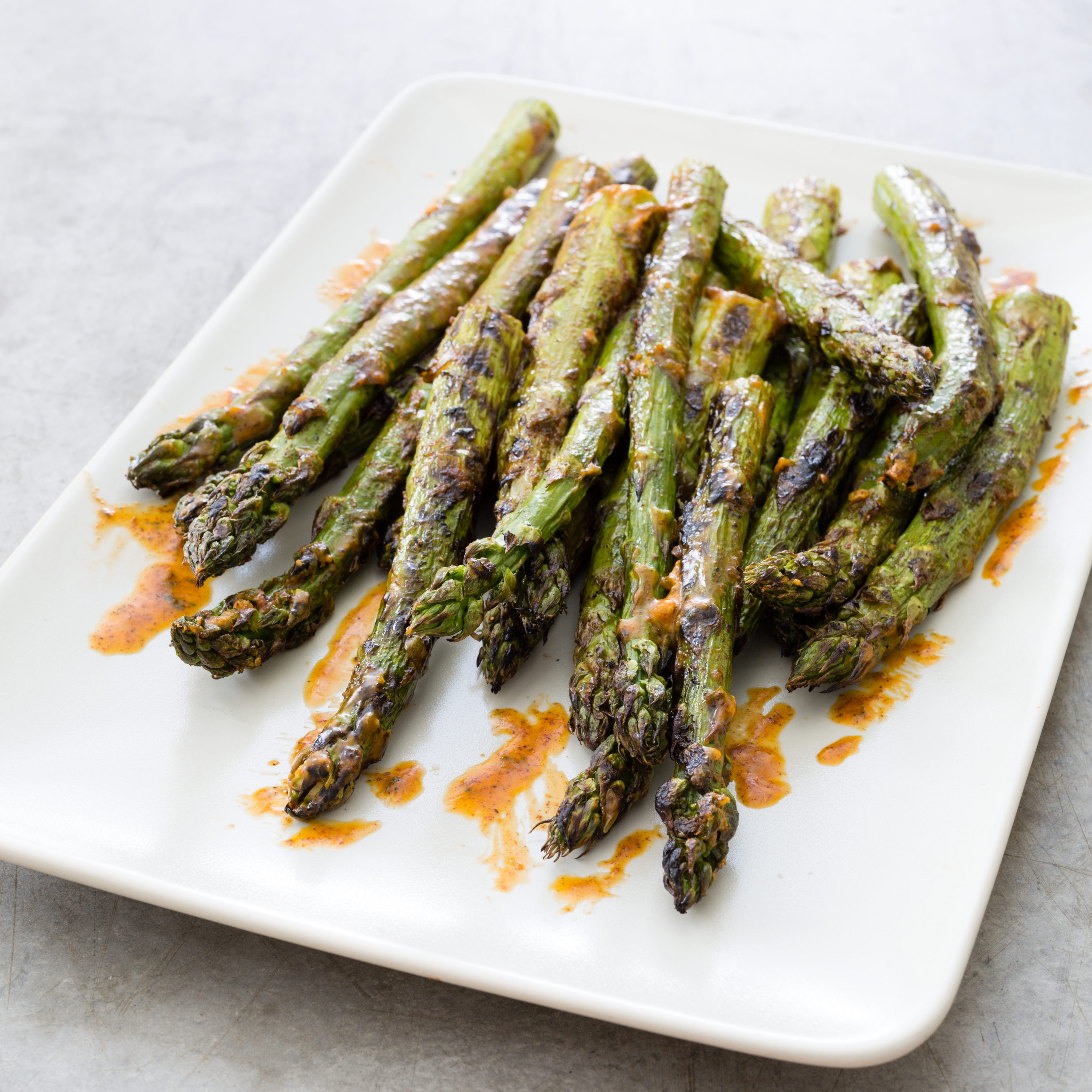 Grilled Asparagus With Garlic Butter