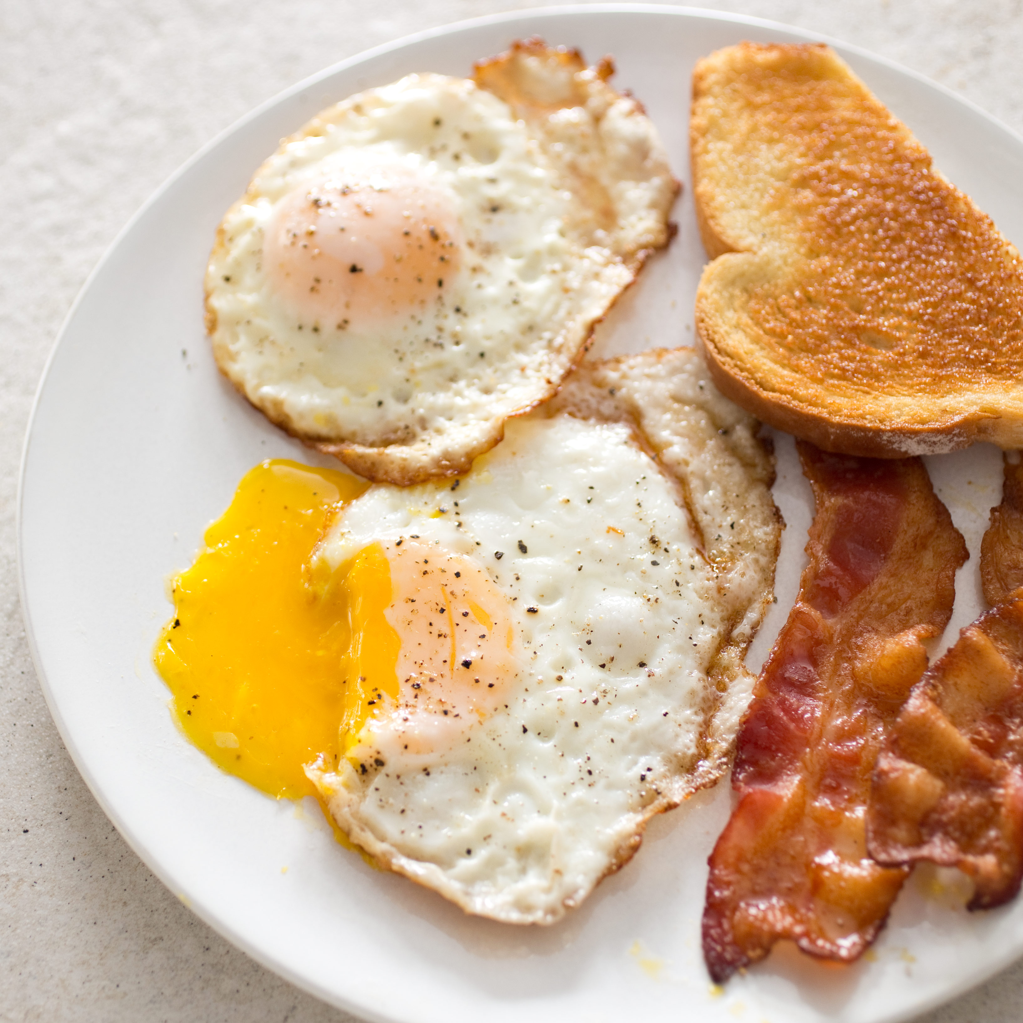 Perfect Fried Eggs America S Test Kitchen