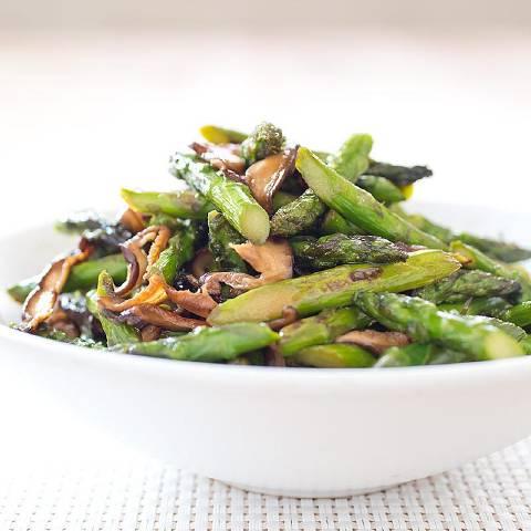 Stir-Fried Asparagus with Shiitake Mushrooms