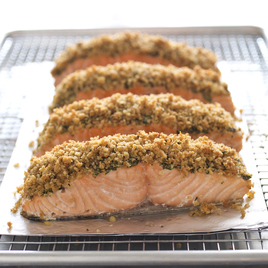 Detail sfs herb crusted salmon bw 5