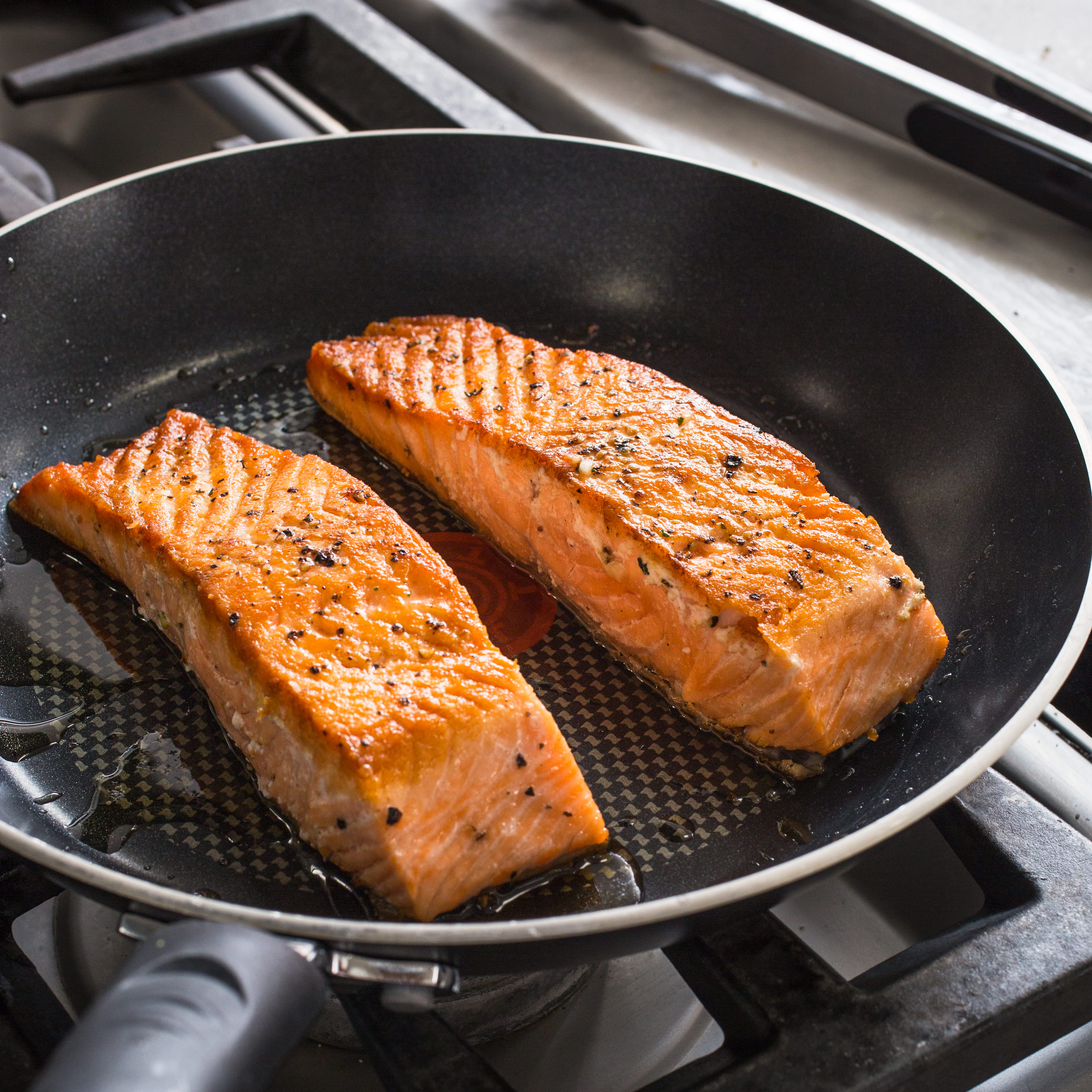 Pan seared salmon cook 39 s illustrated for Best fish to pan fry