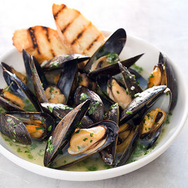 Oven Steamed Mussels America S Test Kitchen